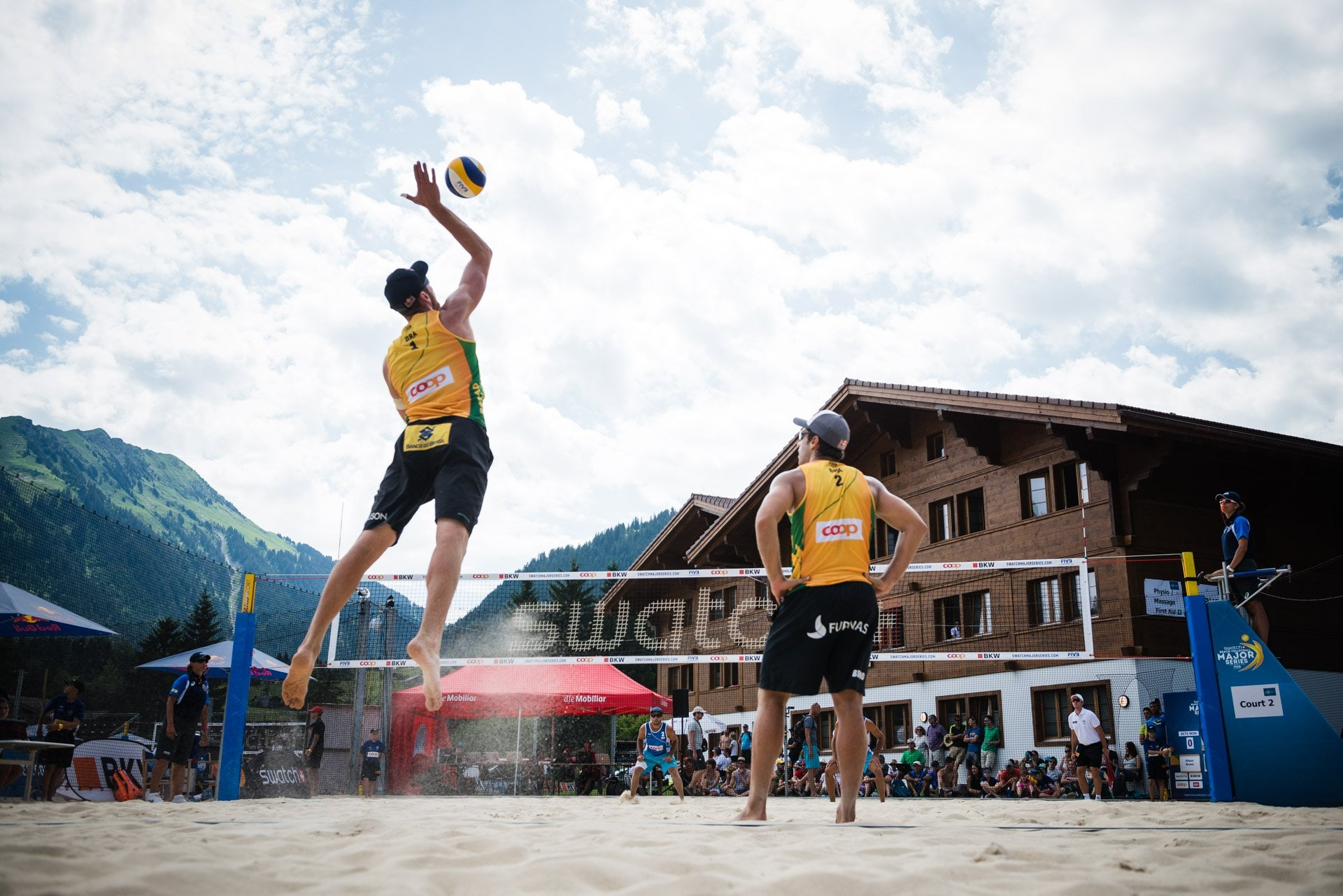 The background with the mountains and the village is certainly Gstaad's most remarkable feature (Photocredit: FIVB)