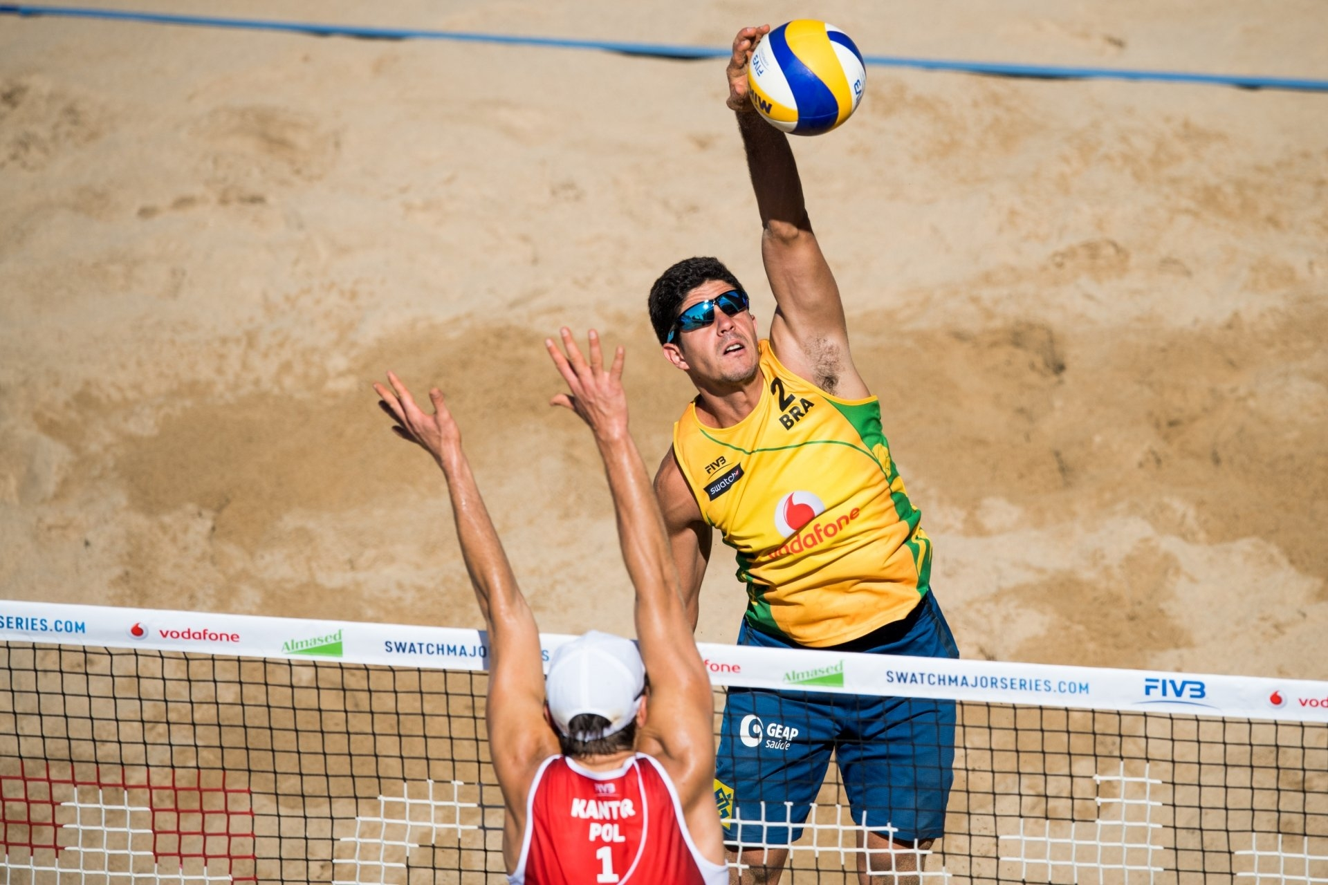 The Brazilian defender selected an old partner to fill in for Saymon in Gstaad