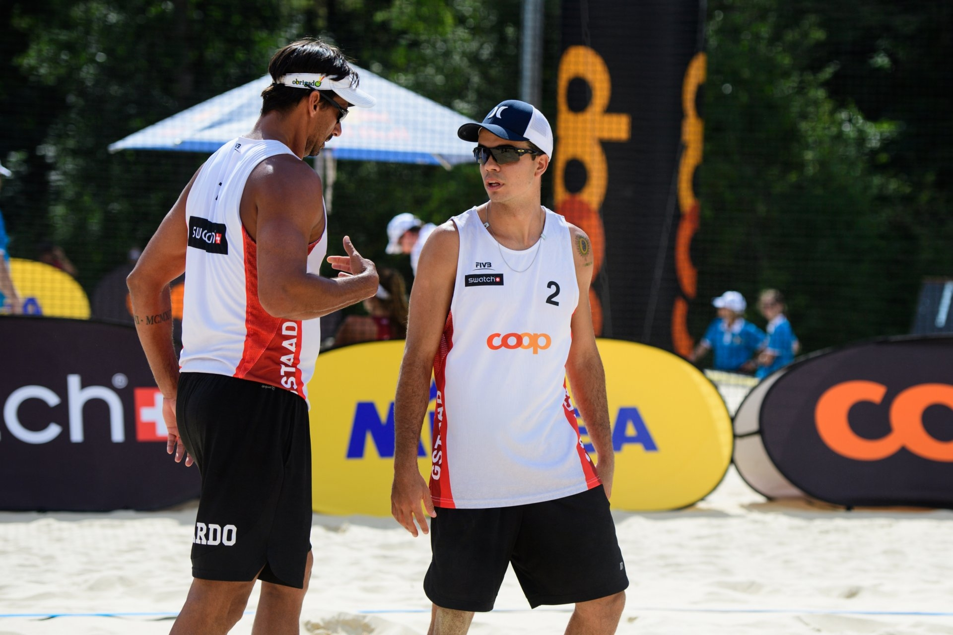 Ricardo and Guto talk during their country-quota match in Gstaad (Photocredit: FIVB)